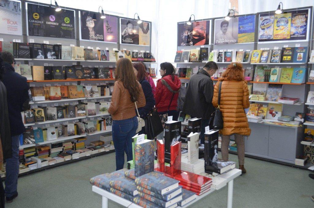 Stand-Humanitas-Bookfest-Timisoara-Foto-Ligia-Hutu.jpg
