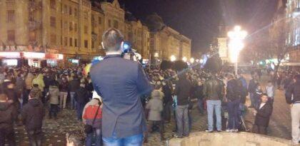 Timişorenii, solidari cu românii din diaspora, au manifestat şi duminică seara, în Piaţa Operei